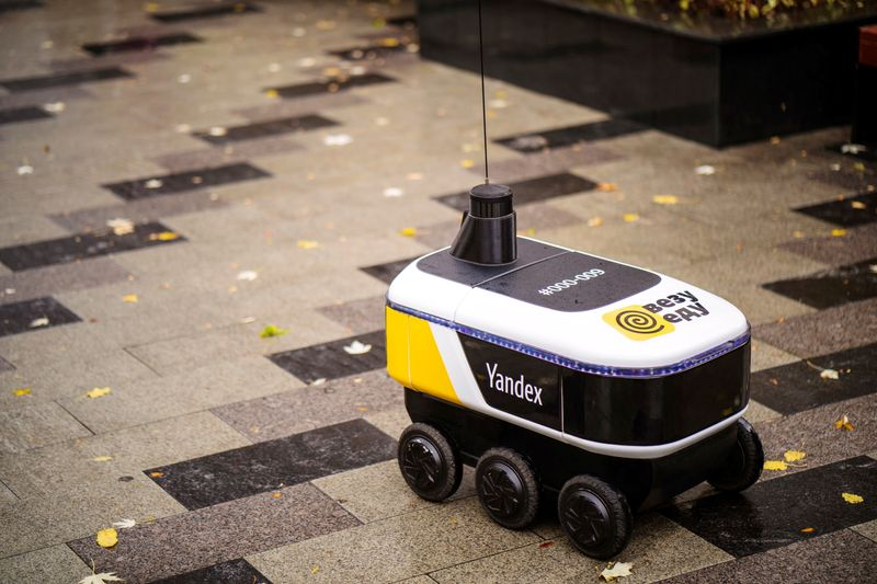 Yandex robots start to deliver restaurant meals in central Moscow