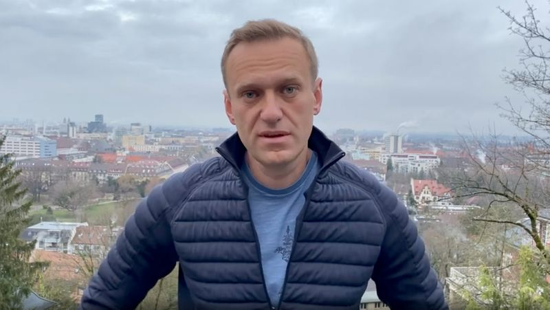 Russian opposition politician Alexei Navalny says he will return to Russia on Sunday