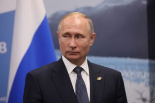 Putin claims protests 'illegal,' but Russian Constitution allows rallies