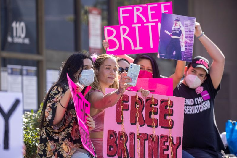 Supporters of singer Britney Spears gather outside a courthouse in Los Angeles