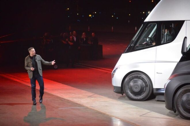 """Tesla Chairman and CEO Elon Musk unveils the new """"Semi"""" electric Truck to buyers and journalists on November 16, 2017 in Hawthorne, California, near Los Angeles.  / AFP PHOTO / Veronique DUPONT        (Photo credit should read VERONIQUE DUPONT/AFP via Getty Images)"""