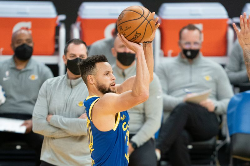 FILE PHOTO: NBA: Los Angeles Lakers at Golden State Warriors