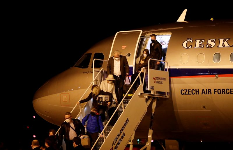 Czechs diplomats expelled from Russia arrive to Prague