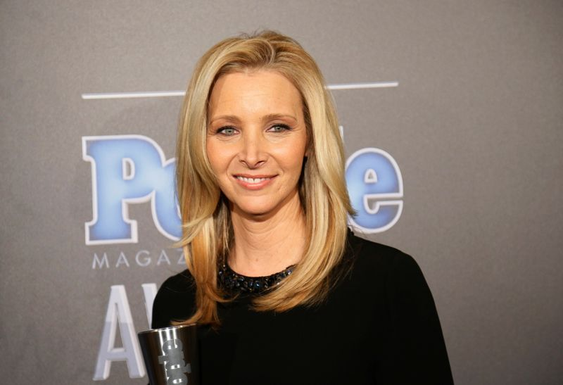 FILE PHOTO: Actress Lisa Kudrow poses backstage with her award for TV Performance of the Year for