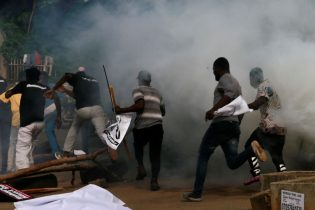 Nigerian police fire tear gas and detain several protesters – witnesses