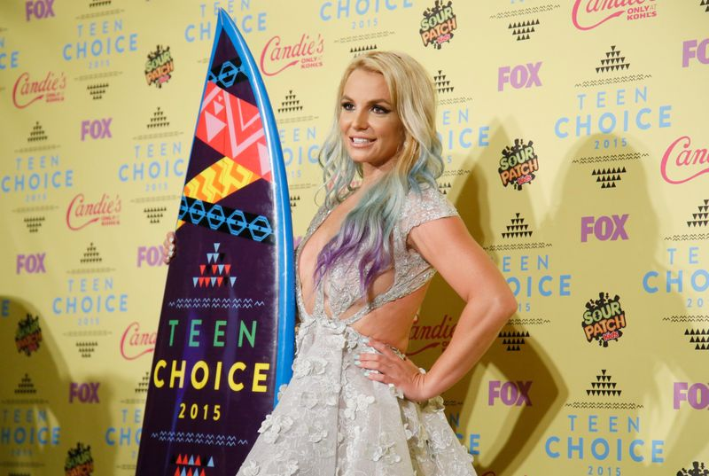Singer Britney Spears poses backstage with her Choice Style Icon award at the 2015 Teen Choice Awards in Los Angeles