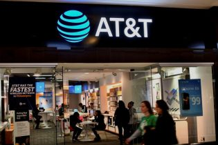 AT&T beats wireless subscriber additions estimate on 5G demand