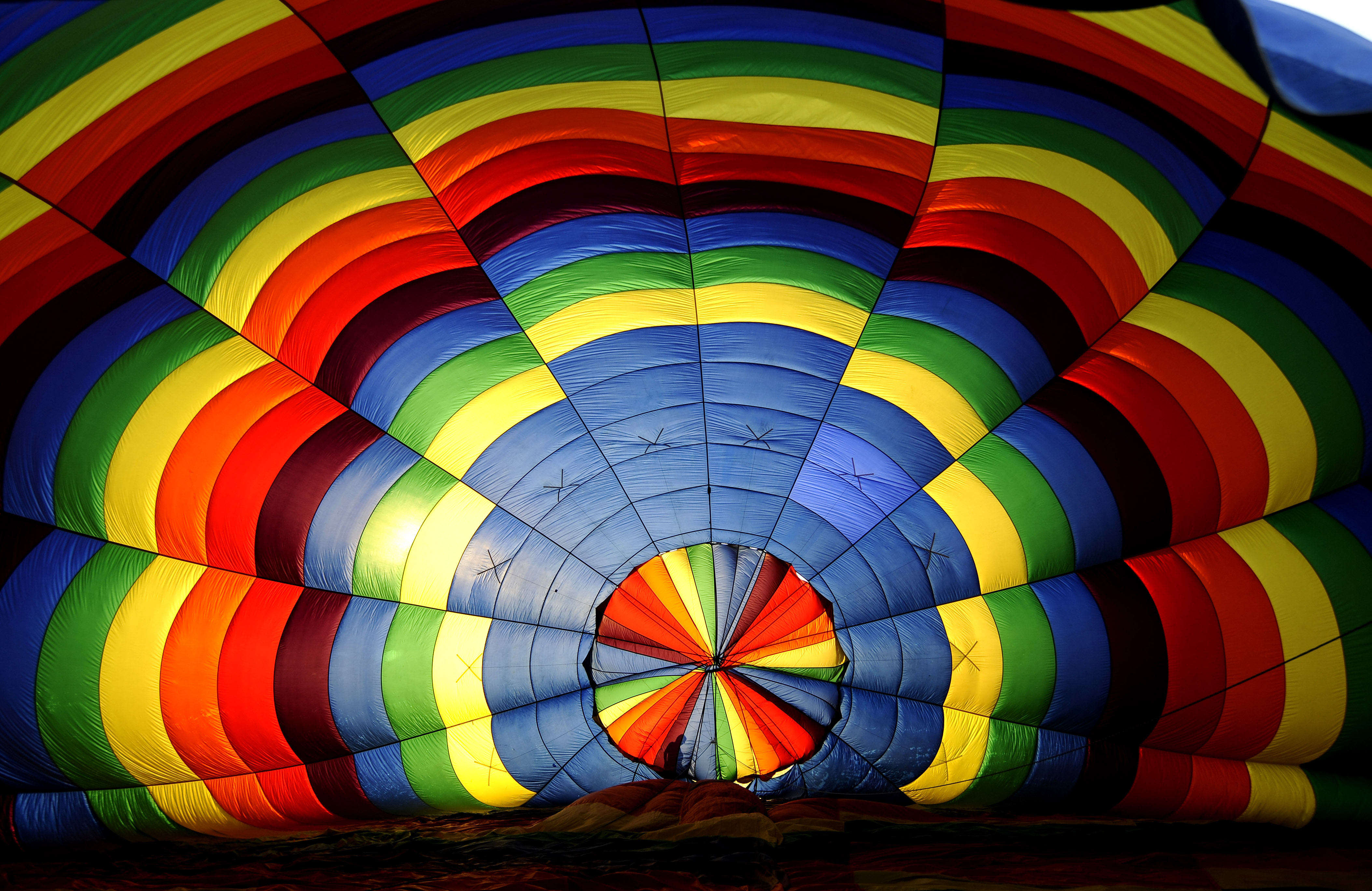 A balloon wrangler untangles lines on a hot air balloon at the 26th Annual Quick Chek New Jersey Festival of Ballooning at the Solberg Airport July 26, 2008 in Readington, New Jersey. (Photo by Jeff Zelevansky/Getty Images)