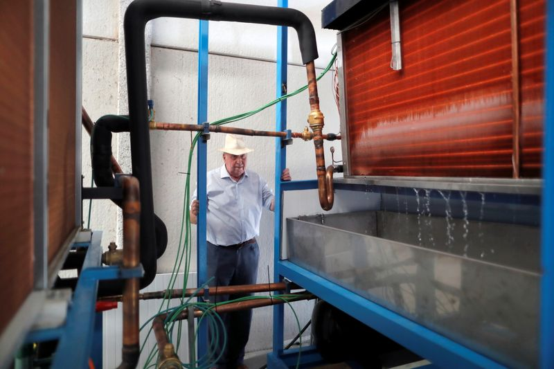 Spanish engineer says his machine can condensate water from air even in the desert