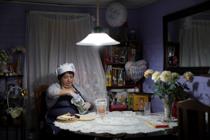 In pandemic rebound, Latin America's working mothers fall behind