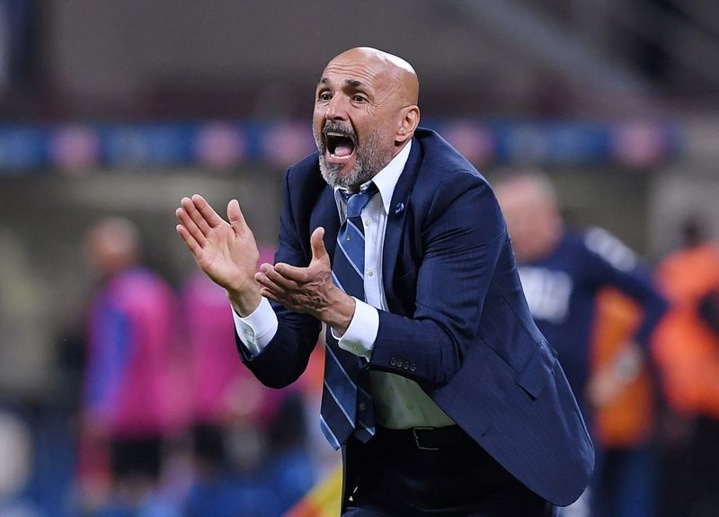 FILE PHOTO: Luciano Spalletti reacts while in charge of Inter Milan in a Serie A match v Empoli