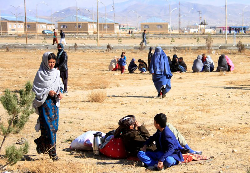 Afghan families fleeing from Malistan and Jaghori districts due to clashes between Taliban and Afghan forces reach Ghazni