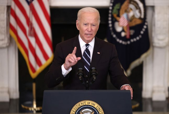 WASHINGTON, DC - SEPTEMBER 09: U.S. President Joe Biden speaks about combatting the coronavirus pandemic in the State Dining Room of the White House on September 9, 2021 in Washington, DC. As the Delta variant continues to spread around the United States, Biden outlined his administration's six point plan, including a requirement that all federal workers be vaccinated against Covid-19. Biden is also instructing the Department of Labor to draft a rule mandating that all businesses with 100 or more employees require their workers to get vaccinated or face weekly testing. (Photo by Kevin Dietsch/Getty Images)