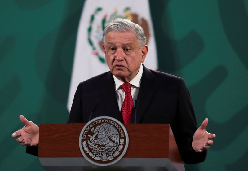 FILE PHOTO: Mexico's President Obrador and Argentina's President Fernandez attend a news conference in Mexico City