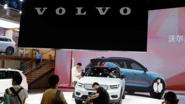 Volvo Cars scales back flotation size, sets price at low end of range